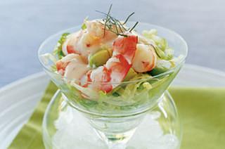 Салат в бокале с креветками