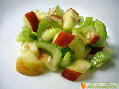 Салат из яблок и сельдерея рецепт