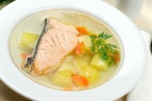 Рецепт ухи из семги: ешьте вкусно!